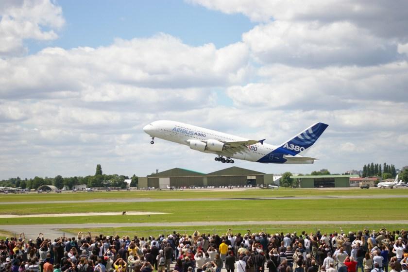 A380_-_Paris_Air_Show_2011_-_Take_off