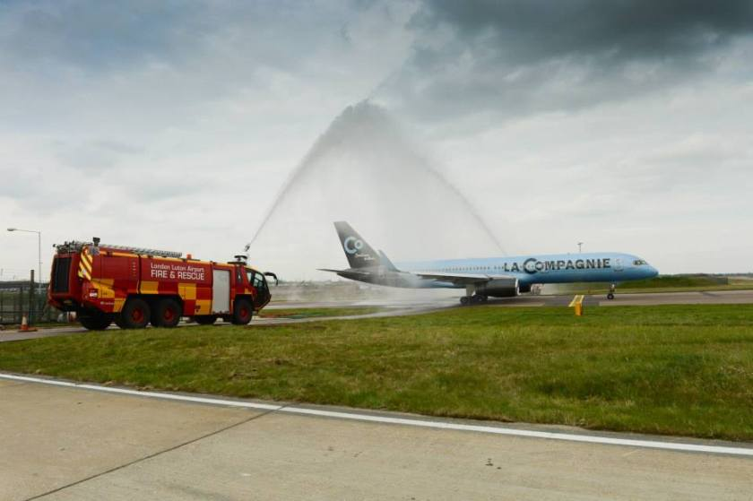 La_Compagnie_Boeing_757-200_receives_a_water_cannon_salute_at_London_Luton_Airport