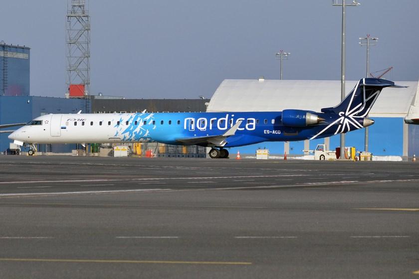Nordica,_ES-ACD,_Canadair_CRJ-900ER_(26076502426)