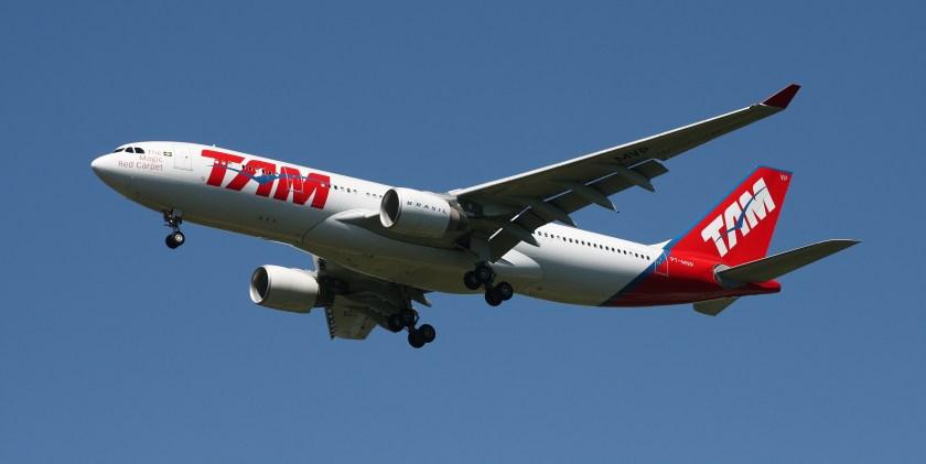 Tam_Airbus_A330-223_PT-MVP