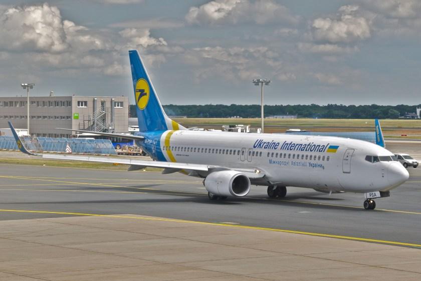 Ukraine_International_Airlines_Boeing_737-800;_UR-PSA@FRA;01.06.2012_653ft_(7156250543)