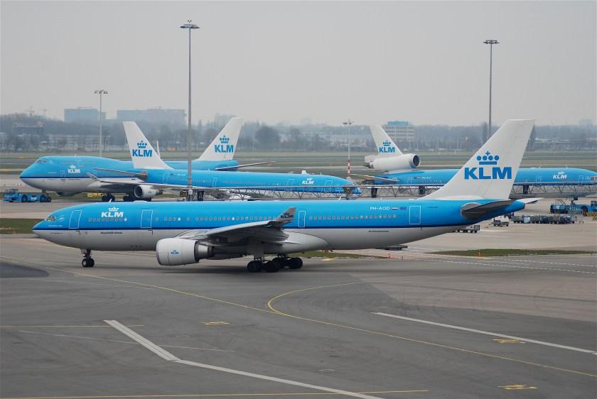KLM_Airbus_A330-200,_PH-AOD@AMS,19.04.2008-508di_-_Flickr_-_Aero_Icarus