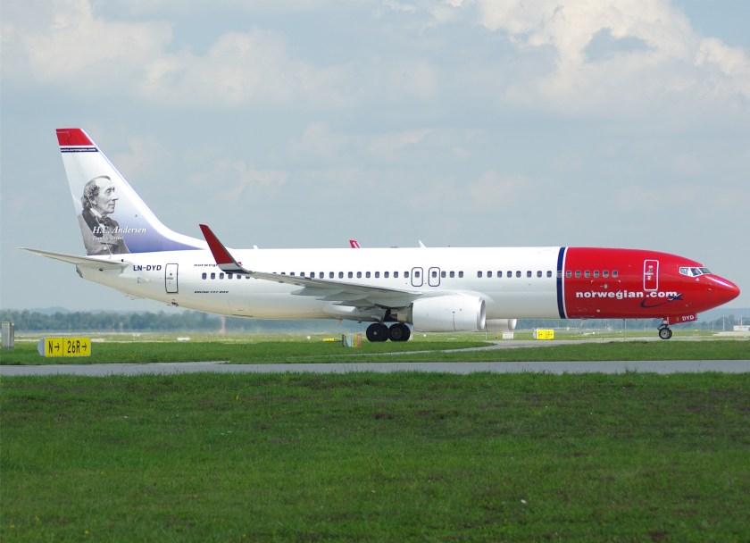 Norwegian_Air_Shuttle_B737-800(WL)_LN-DYD_MUC
