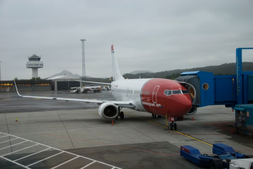 Norwegian_B737-300_LN-KHB_at_Bergen_Airport
