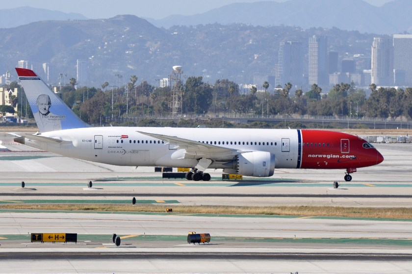 Norwegian_Long_Haul,_Boeing_787-8_Dreamliner,_EI-LNB_-_LAX_(22558329066)
