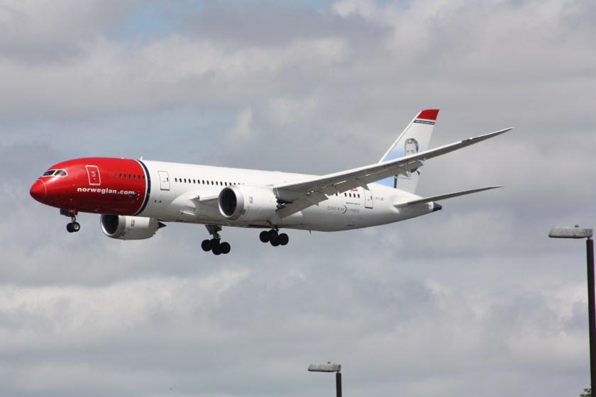 norwegian_long_haul_boeing_787_ln-lnd_23754442210
