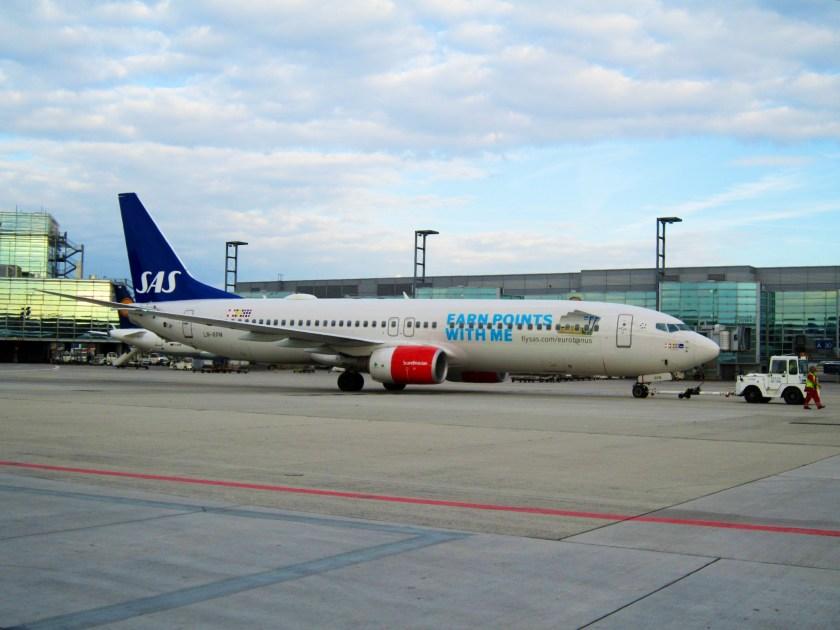 SAS_Scandinavian_Airlines,_Boeing_737-883,_LN-RPM_(14282237989)