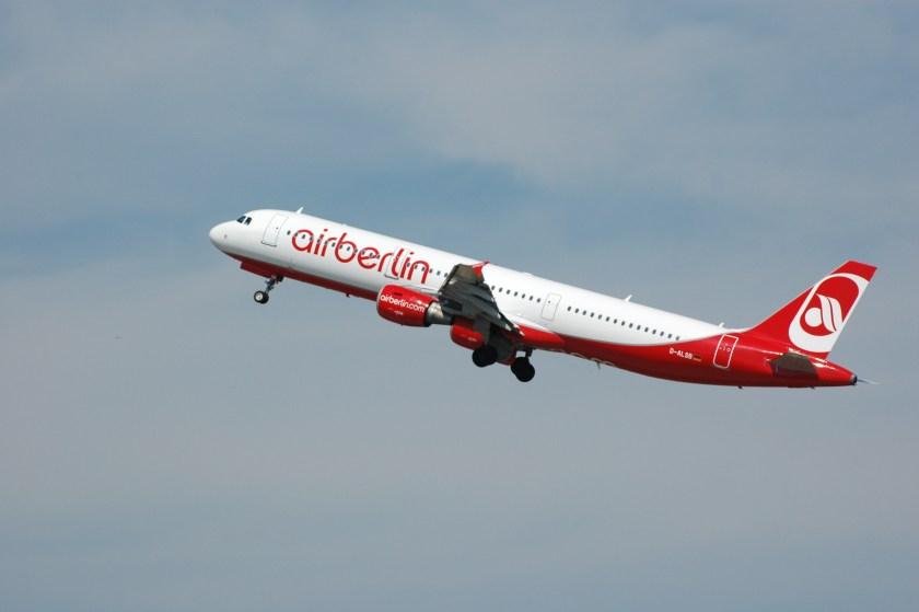 Air_Berlin_D-ALSB_-_Flickr_-_Axel_Schwenke