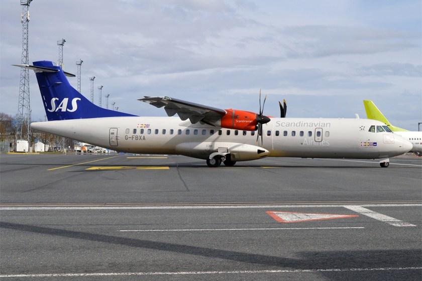 SAS,_G-FBXA,_ATR_72-600_(33924892792)