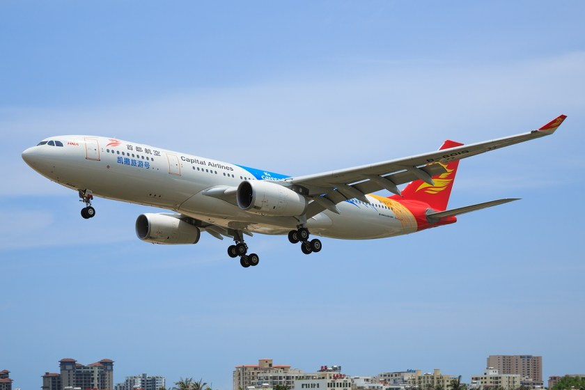 Capital_Airlines_Airbus_A330-243_on_finals_at_Sanya_Phoenix_International_Airport