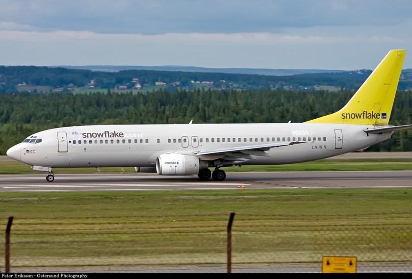 B-737-800_(SAS_Snowflake)_(3898116570).jpg