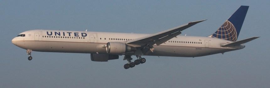 United Airlines Boeing 767-424-ER N67052
