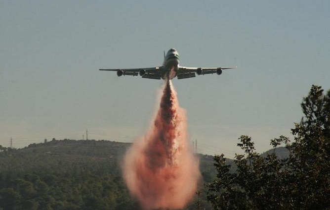 B747 Supertanker battling wildfires