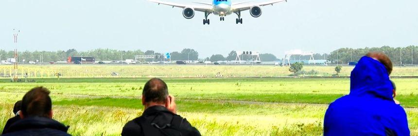 TUI B787 Storm Landing at Amsterdam Airport Schiphol