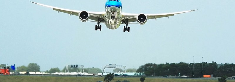 Spectacular go around and landing of KLM B787 during storm at Amsterdam Airport