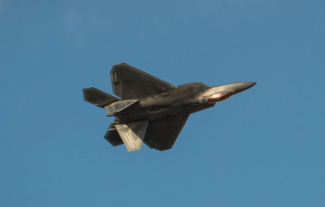 USAF F-22 Demo Team show during 2019 Dubai Airshow opening day