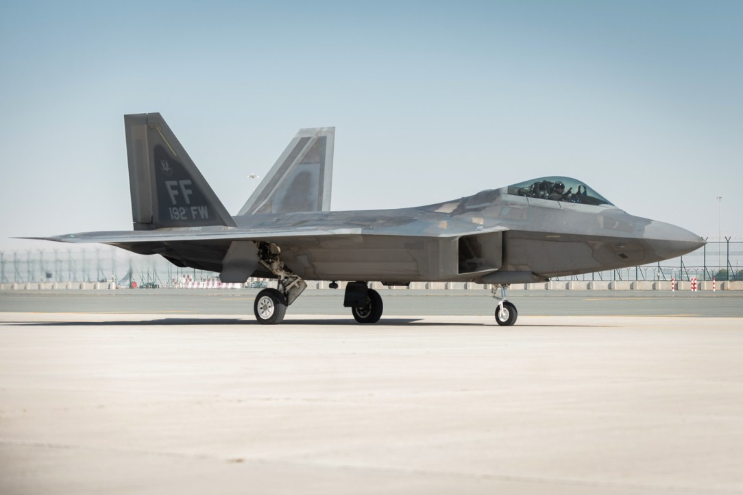 USAF F-22 arrives for the Dubai International Air Show