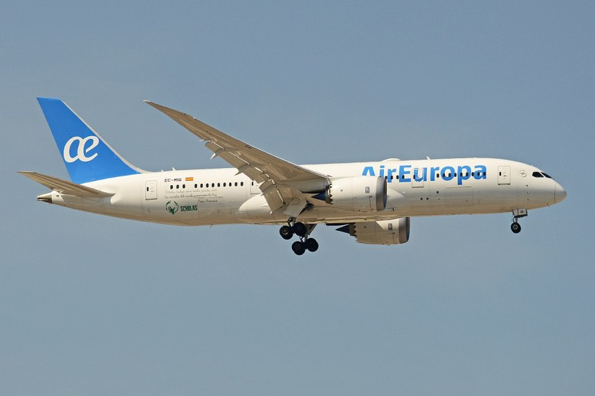 Air Europa Boeing 787 returns to Madrid after multiple attempts to land during storm in at Amsterdam Airport