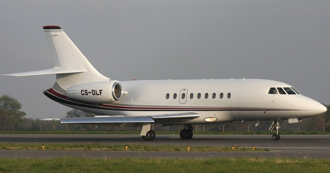 Business Jet returns to Amsterdam Airport due to smoke in cockpit