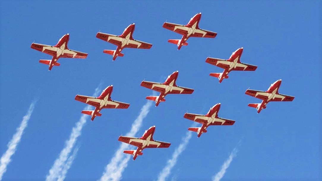 Snowbirds team member killed in crash in Canada