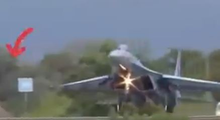 Ukrainian Air Force Su-27 Hits Road Sign During Motorway Landing Exercise