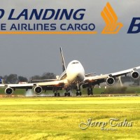 VIDEO - HAIRY LANDING OF BOEING 747 CARGO AIRCRAFT AT AMSTERDAM AIRPORT
