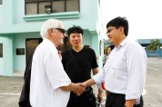 18 Jan - Greeting the Site Manager of Pulau Semakau Landfill, Ivan, FCP 2013 Day 3, Pulau Semakau Landfill, Singapore
