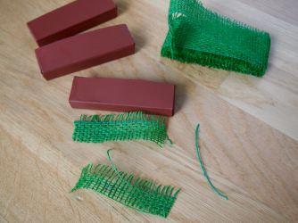 Farbe und Juteband werden Blumenkästen!