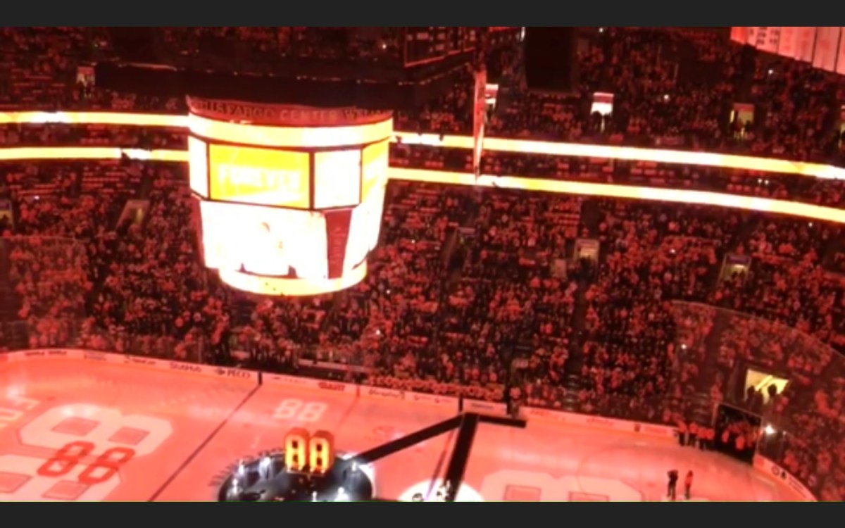 The No. 88 jersey of Eric Lindros is retired and raised to the Wells Fargo Center rafters.