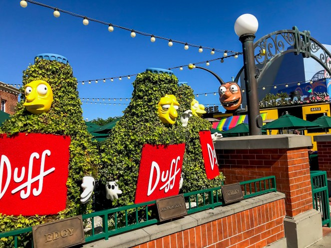 Duff Beer hedges and Bumblebee Man's taco truck
