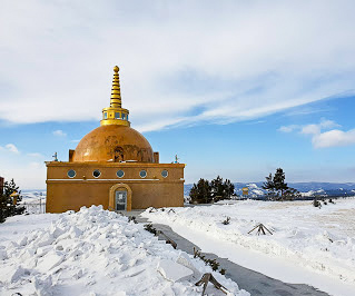 Golden stupa surrounded by snow at Rinpoche Bagsha Datsan Buddhist temple in Ulan-Ude, Russia