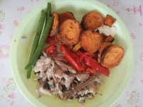 Oven baked mackerel with roasted capsicum, kumara chips, and crisp green beans
