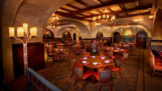 le-cellier-steakhouse-gallery00.jpg