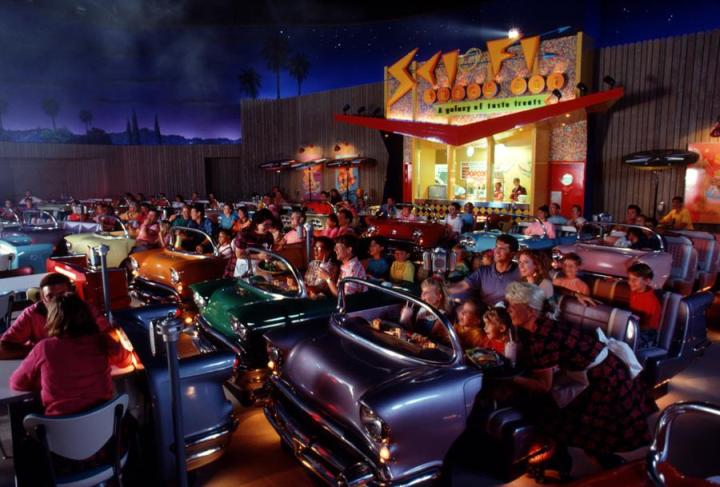 sci-fi-dine-in-theater-8478.jpg