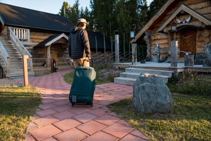 walking up to lapland guesthouse