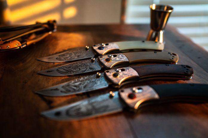 knives in line