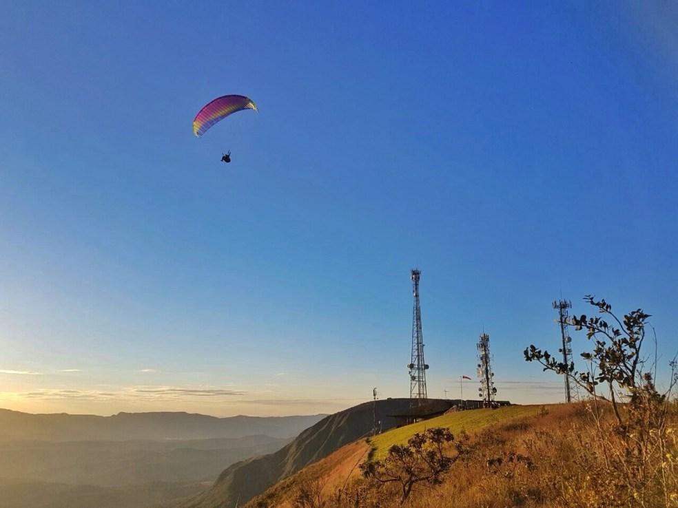 Voo de Parapente (paraglider) Serra da Moeda topo do mundo bh
