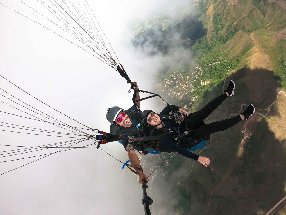 Voo duplo de parapente (paraglider) no topo do mundo serra da moeda bh