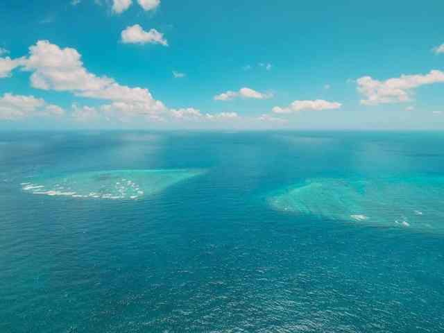 Ever dreamt of seeing the amazing landscape of the Great Barrier Reef from the air? Here are 20 photos that will inspire you to travel to the Great Barrier Reef, including the iconic Heart Reef. Taking a helicopter ride is one of the best activities to do beside snorkeling.