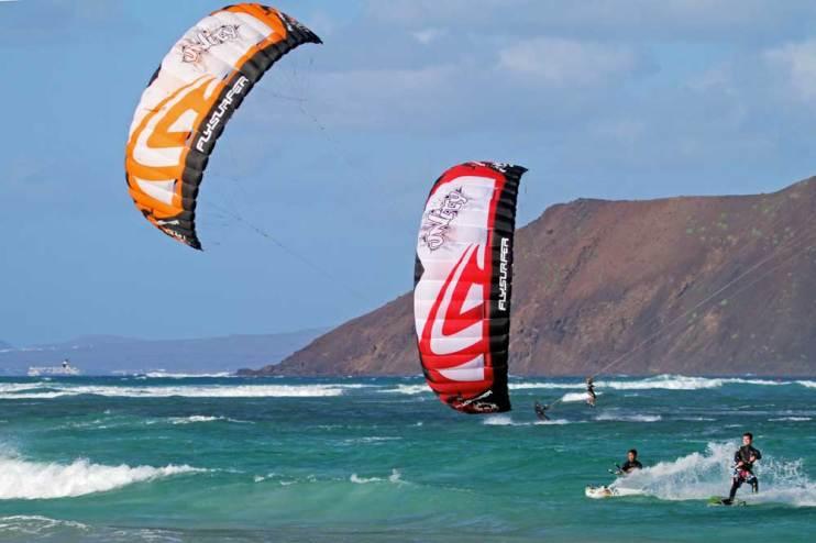 Two Flysurfer Unity Kites