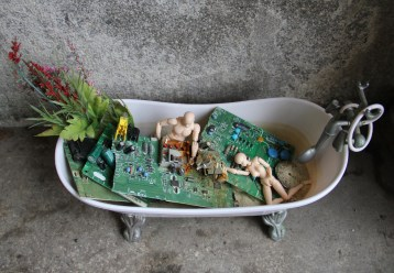 Android Lovers in a Digital Sinking Garden