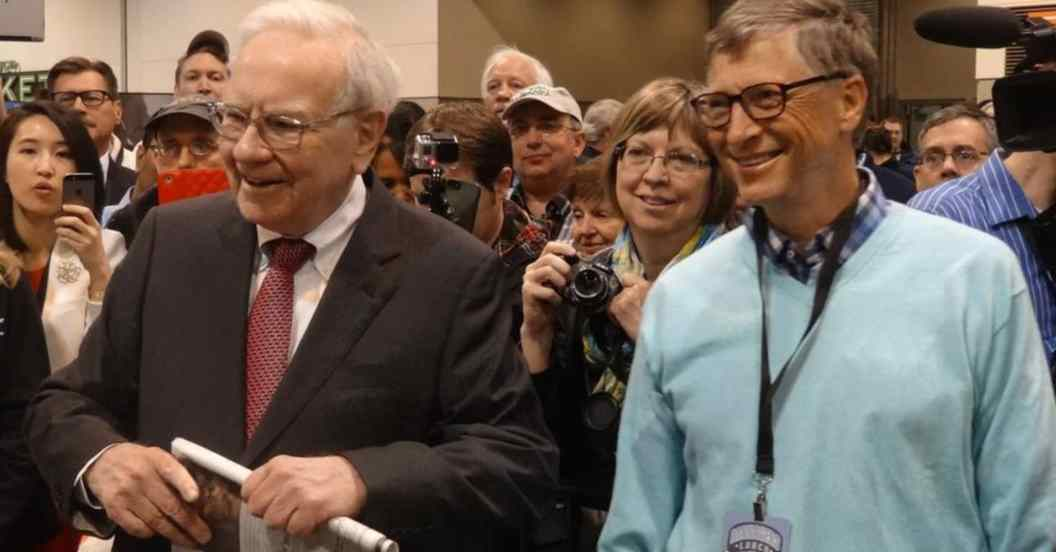 Resultado de imagen para bill gates and warren buffett the living pledge
