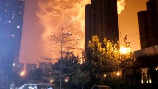https://i1.wp.com/fm.cnbc.com/applications/cnbc.com/resources/img/editorial/2015/08/12/102915884-150812-tianjin-explosion-0244p.530x298.jpg