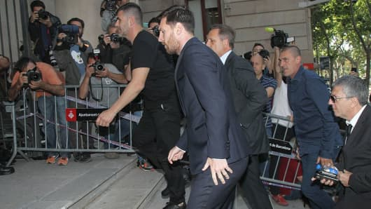 Barcelona football player Lionel Messi is seen arriving at court to declare for tax fraud case on June 2, 2016 in Barcelona, Spain.