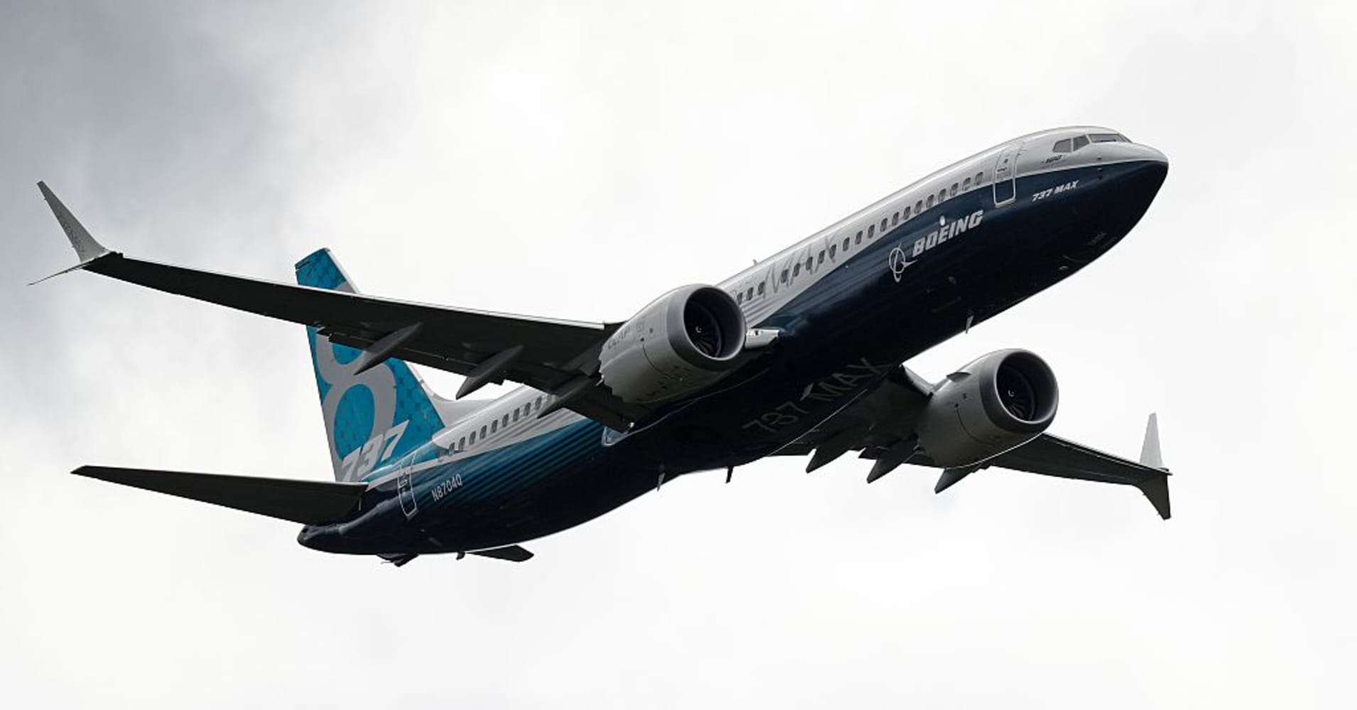 https://i1.wp.com/fm.cnbc.com/applications/cnbc.com/resources/img/editorial/2016/07/14/103788159-Boeing_737.1910x1000.jpg