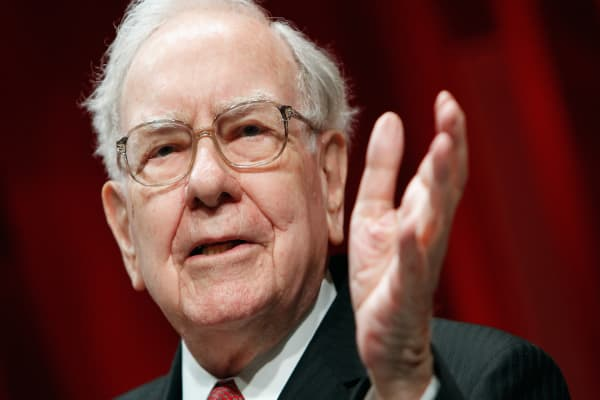 How Warren Buffett overcame his crippling fear of public speaking