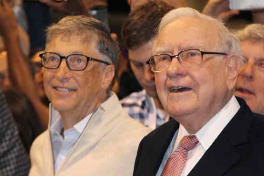 Bill Gates y Warren Buffett en la reunión anual de accionistas de Berkshire Hathaway en Omaha, NE el 6 de mayo de 2017.