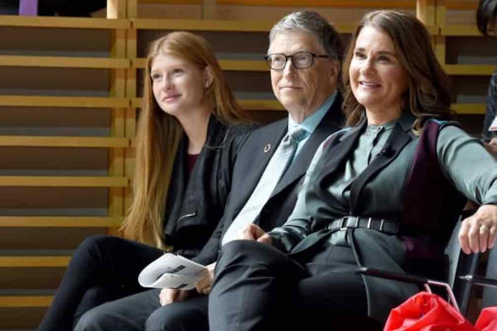 Phoebe Adele Gates, Bill Gates y Melinda Gates asisten a los Porteros 2017, en el Jazz at Lincoln Center el 20 de septiembre de 2017 en la ciudad de Nueva York.