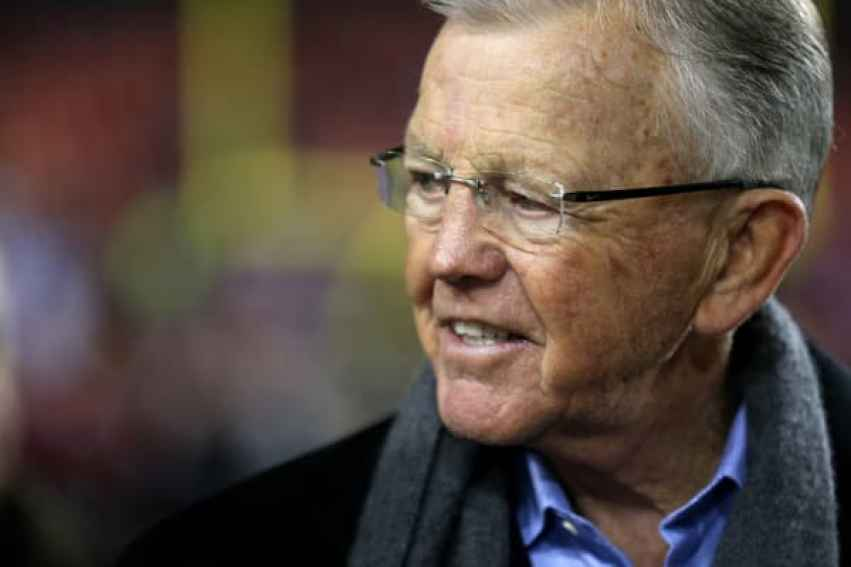 El ex entrenador en jefe Joe Gibbs de los Washington Redskins