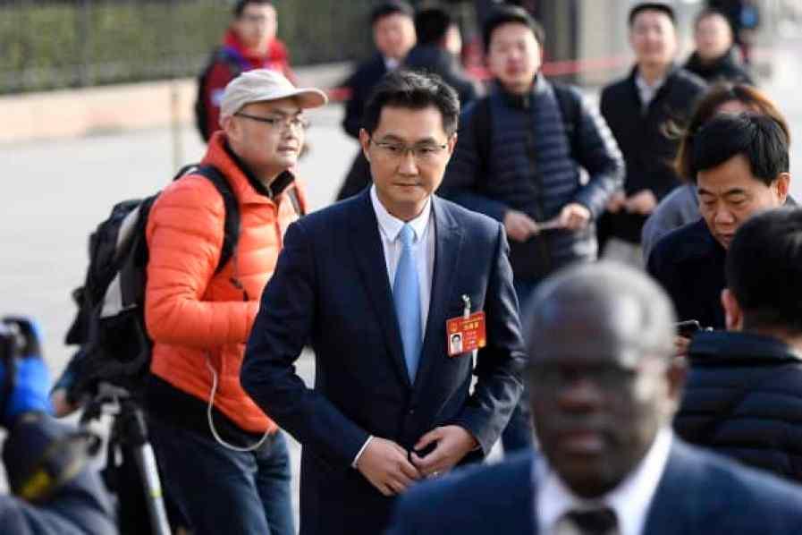 El CEO de Tencent Inc., Pony Ma Huateng, llega al Gran Palacio del Pueblo para asistir a la ceremonia de apertura de la Quinta Sesión de la XII Asamblea Popular Nacional (APN) el 5 de marzo de 2017 en Beijing, China.